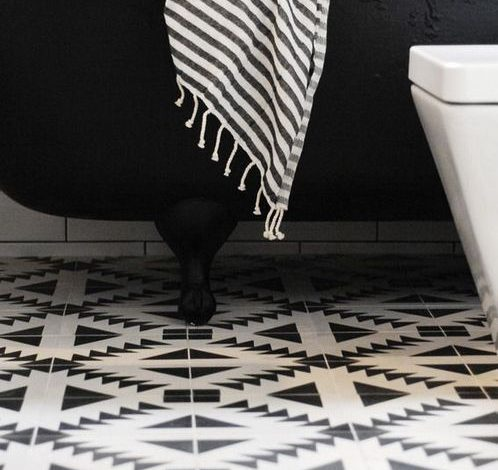 Black bathrooms – how to successfuly pull this off