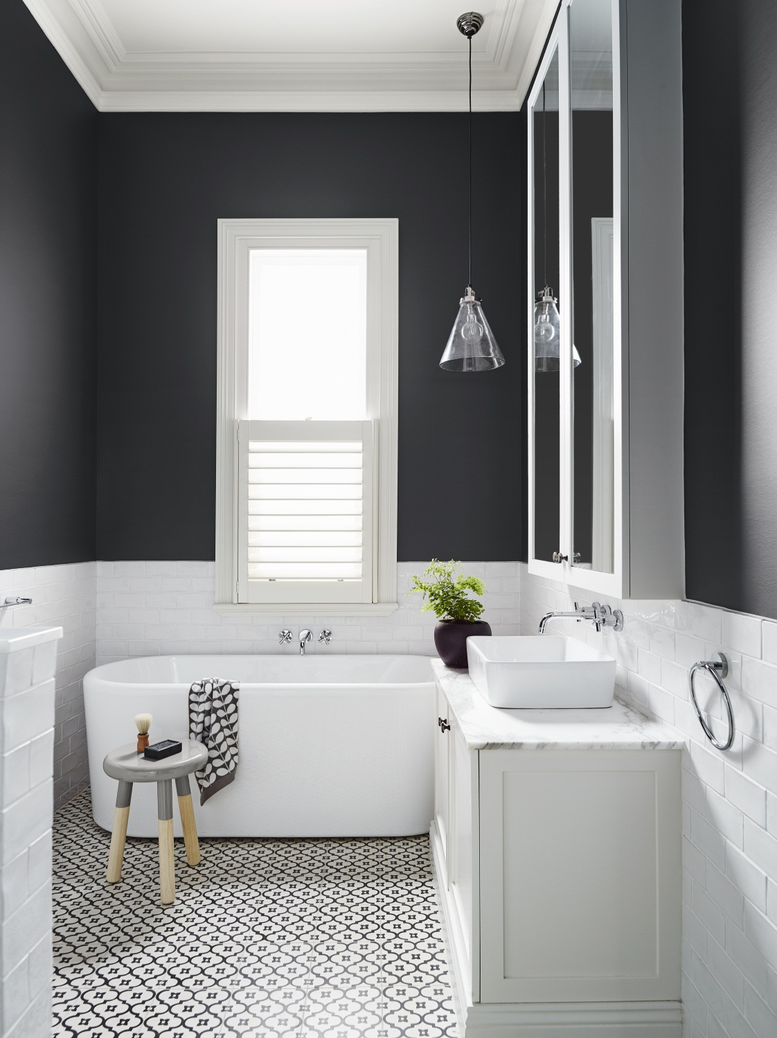 How to successfully use black in a bathroom